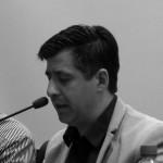 """Doctor (Phd) in Planning and Landscape de la University of Manchester, Inglaterra (2009), Magíster en Desarrollo Urbano por la P. Universidad Católica de Chile (2001) y Arquitecto por la Universidad del Bío-Bío (1995). Es profesor e investigador del Depto. de Urbanismo, de la Facultad de Arquitectura y Urbanismo, Universidad de Chile. Sus áreas de docencia e investigación son el diseño urbano, la regeneración urbana y los procesos de gentrificación en centros de ciudades, con especial énfasis en Latinoamérica y post-desastres naturales. En estas áreas ha publicado diversos trabajos entre los que se cuentan la coautoría del Libro Teoría y práctica del diseño urbano para reflexión de la ciudad contemporánea, artículos en revistas internacionales como Urban Studies, Urban Geography y Geography Compass, capítulos en libros internacionales de los cuales dos fueron publicados por la editorial Routledge, y numerosas actas de congresos en Latinoamérica, Estados Unidos y Europa. Actualmente es Investigador Asociado (Honorary Research Fellow) en el Global Urban Research Centre (GURC) de la University of Manchester, en cuya institución además fue miembro de un equipo internacional del Sustainable Consumption Institute (2008-2009) y, durante el 2013, desarrolló una pasantía de cinco meses para desarrollar la investigación """"Gentrification and post-disasters urban policies"""" adjudicada por el Urban Studies Foundation. Adicionalmente, ha dictado cursos de pregrado y postgrado en el Departamento de Planificación y Diseño Urbano, de la Universidad del Bío-Bío (1995-1999), Instituto de Estudios Urbanos y Territoriales, de la P. Universidad Católica de Chile (1997-2000) y en el Department of Planning de la University of Manchester, Inglaterra (2007-2009). Desde el 2013, es editor de la Revista de Urbanismo y miembro del Comité Editor de la Revista Urbano. Como profesional, trabajó en el desarrollo de instrumentos de planificación territorial de nivel comunal, como el plan regulador de """